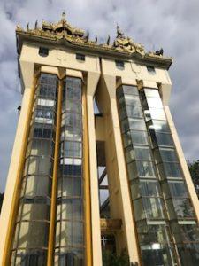 シュエダゴン・パゴダのエレベーター