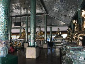 光輝く仏像