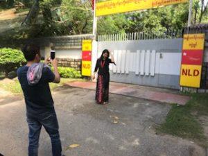 ミャンマー人も記念撮影