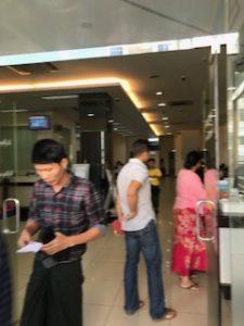 ミャンマーのKBZ銀行から出たところ