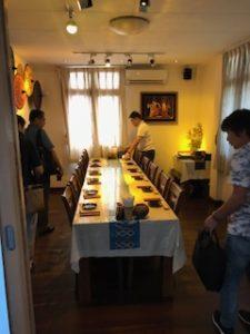 和食レストランの広い個室で食事