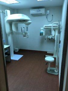 ミャンマーの歯科医院にあるCT