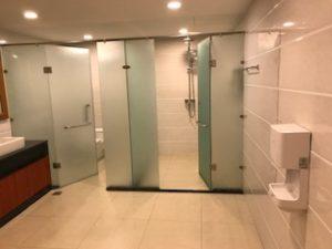 ヤンゴン国際空港のラウンジ内シャワールーム