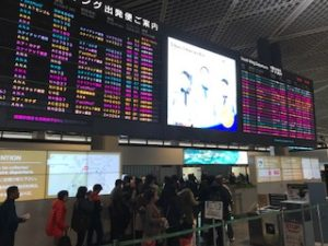 混んでいる成田空港