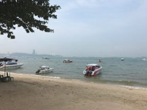 パタヤからラン島へ向かうモーターボート
