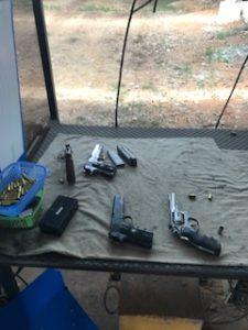 マグナムなどの小さい銃