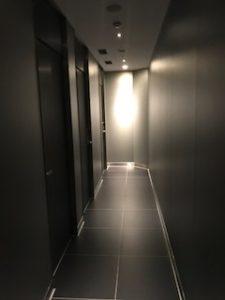 ANAラウンジのシャワールームの廊下
