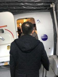 いよいよJALの機内乗り込みます。