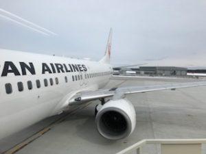 三沢空港に到着したJALのB737