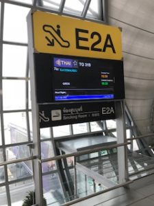 カトマンズ線はE2A搭乗口から