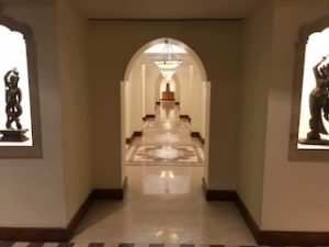 クラブラウンジの廊下