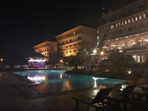 夜のハイアットのプール