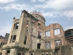 原爆ドーム至近距離から