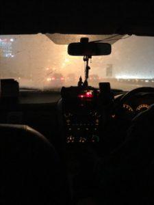 土砂降りのバンコクタクシー内
