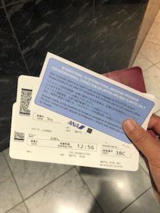 チェックインカウンターで搭乗券を受け取ったところ
