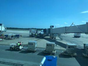 カンクンに到着したユナイテッド航空B737