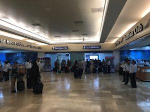 カンクン空港出口