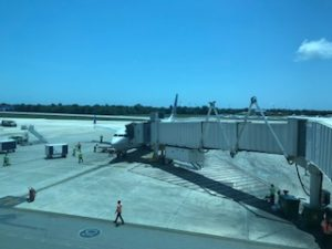 カンクンの空港でのユナイテッドの機体