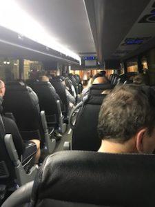 朝のバスの中