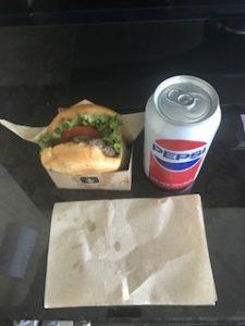 昼食はまたハンバーガー