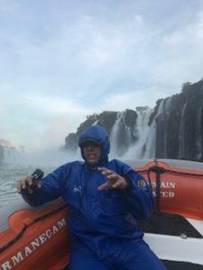 滝壺ボートツアーのクライマックス