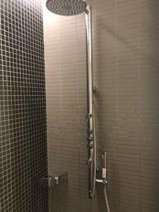 横からでるシャワー