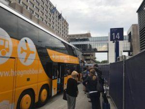 フランクフルトターミナル1に到着したバス