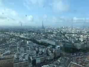 エッフェル塔が見えるホテルからの眺望