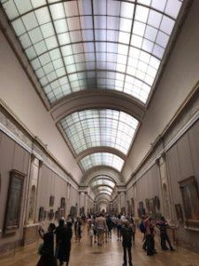 ルーブル美術館の館内廊下