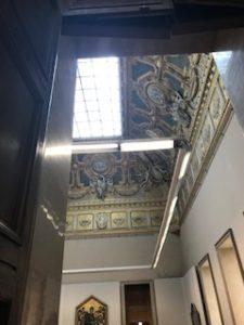 豪華なルーブル美術館