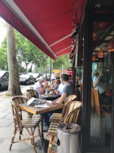 フランスのレストランでの屋外席