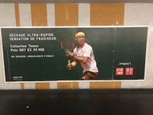 パリでもユニクロ看板