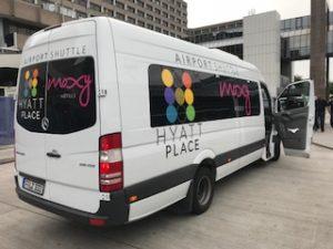 ホテルの送迎車