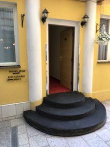 ホテル内別棟への入口