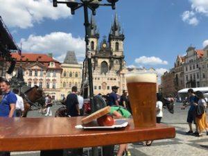 プラハでビールとソーセージ