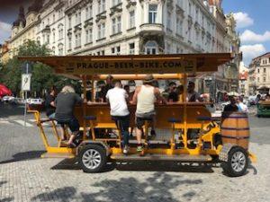 プラハのビールカー