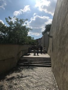 プラハ城への登り道