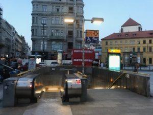 プラハの地下鉄入口