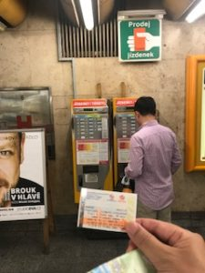 地下鉄のチケット販売機