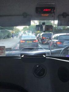 ロンドンの市内で渋滞中