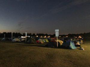 ウインブルドン待ちの列のテント