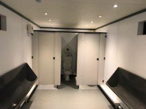 男子のトイレ内