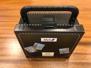 ANAのスーツケースのデザインのぬいぐるみ