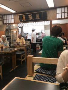浅草の天ぷら屋さん、尾張屋の店内