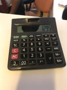 インドのSIMカード売り場の電卓