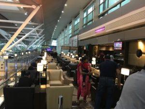 デリー空港国内線のプラザラウンジ