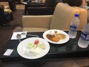 ラウンジでインドの朝食