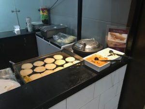 ラウンジでインド料理