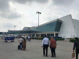 ラール・バハードゥル・シャーストリー空港に到着