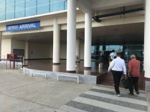 バラナシの空港到着口